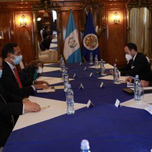 El presidente, Alejandro Giammattei, se reunió con delegados de la Organización de Estados Americanos (OEA).
