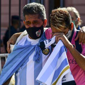 Argentinos lloran la partida de Maradona