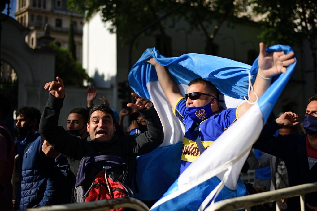 Homenaje de los argentinos a Maradona