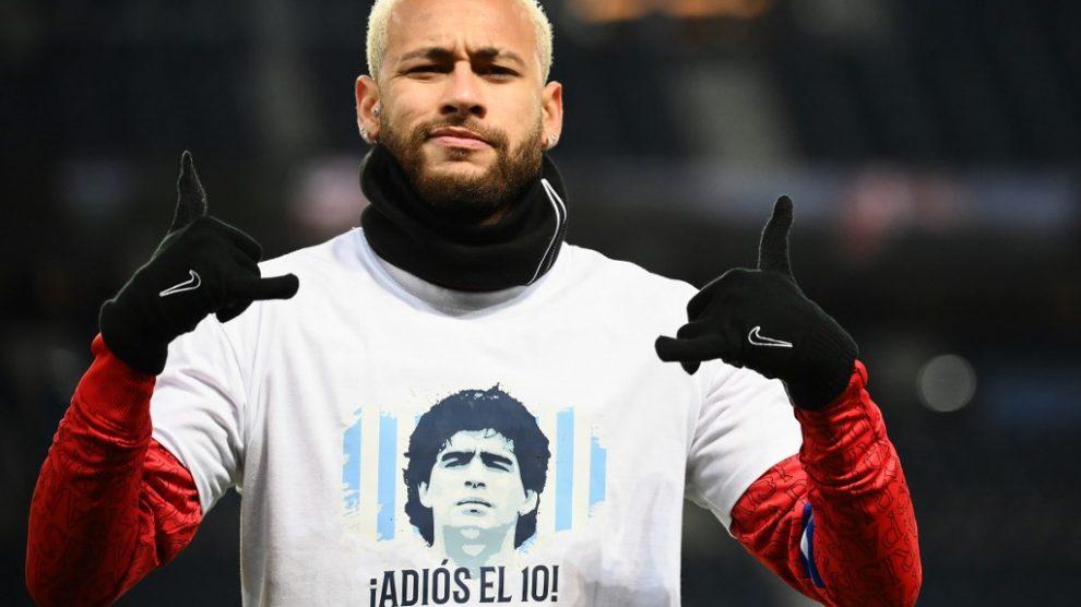 Homenaje del PSG a Maradona