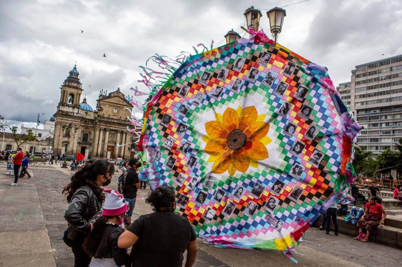 Barrilete homenaje a niñas del Hogar Seguro Virgen de la Asunción