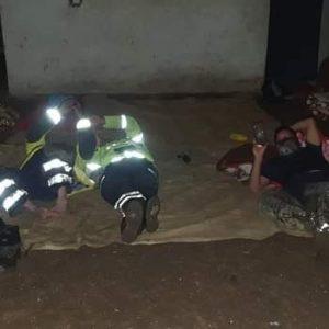 Bomberos descansan un poco en aldea Quejá