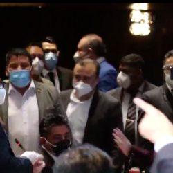 VIDEO. Diputados estuvieron a punto de golpearse durante sesión