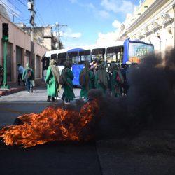FOTOS. Encapuchados de Agronomía protestan afuera del Congreso
