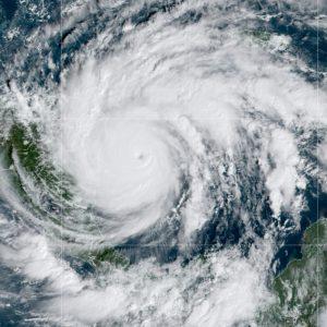 Huracán Iota alcanza la categoría 5