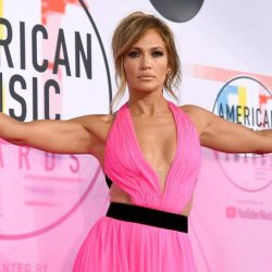 Jennifer López enloquece a todos al aparecer desnuda en un video