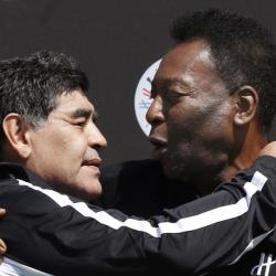 Pelé muestra su dolor por la muerte de Maradona con este mensaje