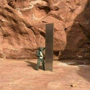 Monolito metálico en Utah