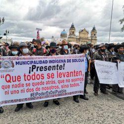 Autoridades indígenas manifiestan y exigen renuncia de Giammattei