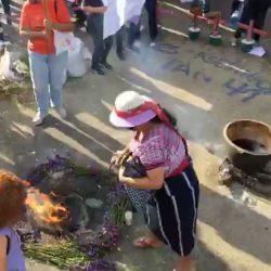 VIDEO. Cocinan frijoles en olla de barro en la Plaza de la Constitución