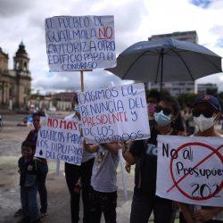 ¡La plaza sigue alzando la voz! Guatemaltecos protestan por tercer día consecutivo