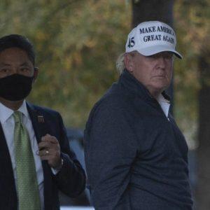 Donald Trump va a jugar golf