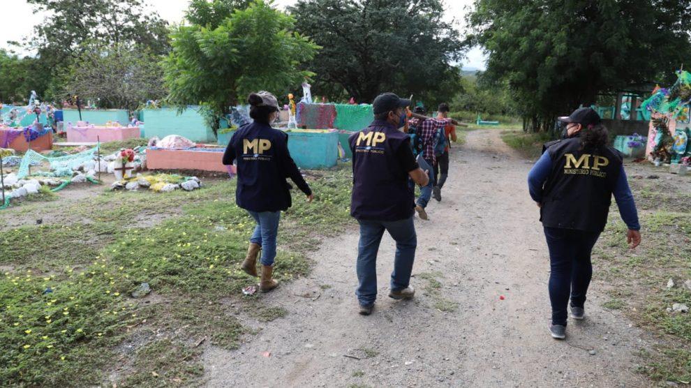 MP realiza exhumaciones en El Progreso para buscar a Cristina Siekavizza.