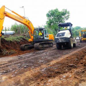 Inauguran los trabajos de construcción de una carretera en Santa María de Jesús, en Sacatepéquez. MP investiga el hecho.