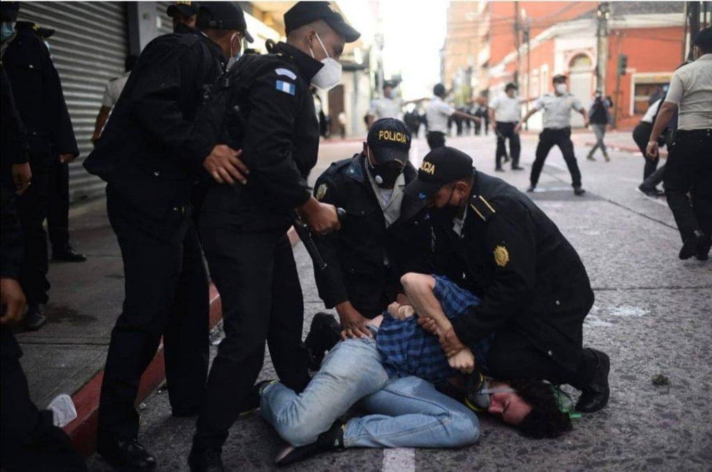 Agentes de la Policía Nacional Civil (PNC) capturaron a José Vélez el 21 de noviembre. Fue liberado por falta de mérito.