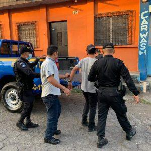 PNC captura a dos presuntos asaltabuses.
