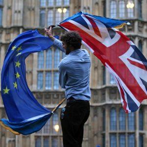 Banderas de Unión Europea y Gran Bretaña