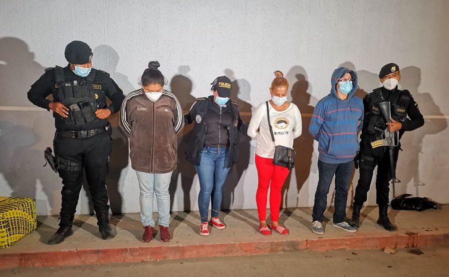 Capturados llevaban bolsas de marihuana