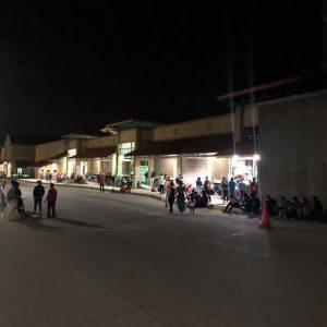 Caravana de migrantes hondureños ingresa al país en la madrugada.