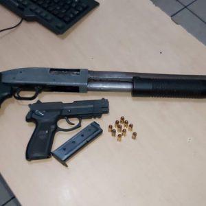 Armas decomisadas a hombres que disparaban al aire