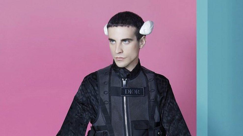 """Manel De Aguas, se declara """"transespecie"""" y se implanta aletas en la cabeza"""