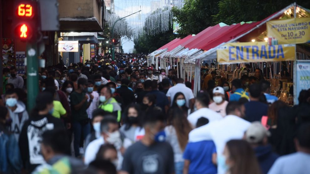 Cientos de personas recorrieron el Paseo de la Sexta