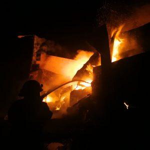 Incendio en recicladora de San José Villa Nueva