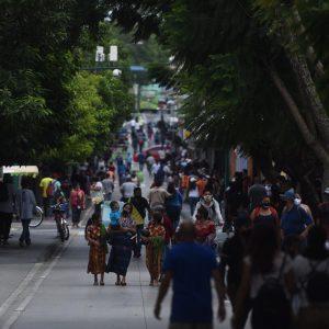 Personas en el Paseo de la Sexta sin medidas de prevención