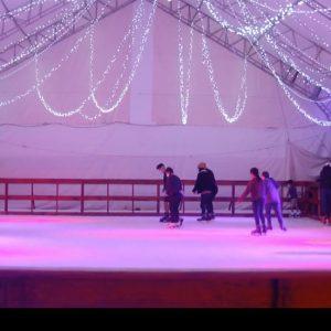 Pista de patinaje sobre hielo en Mixco
