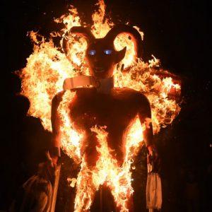 Tradicional quema del diablo en zona 5