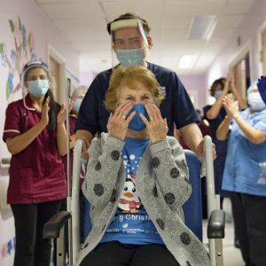 Margaret Keenan recibe vacuna contra el Covid-19 de Pfizer/BioNTech