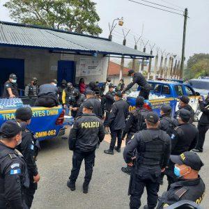 Autoridades realizan requisas en tres prisiones de la capital.