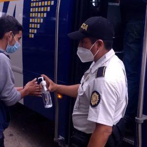 PNC remite a Migración a varios ciudadanos hondureños.