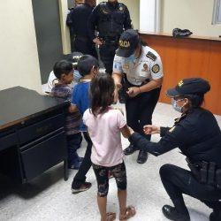 Localizan en Zacapa a tres niños sustraídos de su casa en Escuintla