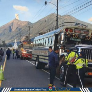 Imponen multas a buses en Ciudad Vieja por incumplir medidas de bioseguridad.