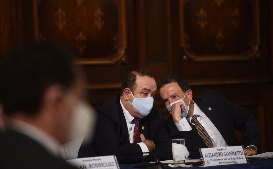 Alejandro Giammattei y Álvaro González Ricci en reunión por compra de vacunas contra el Covid-19
