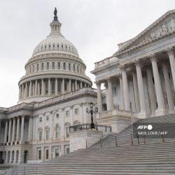 Arrestan a hombre armado cerca del Capitolio de Estados Unidos