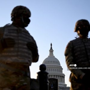 Miembros de la Guardia Nacional frente al Capitolio