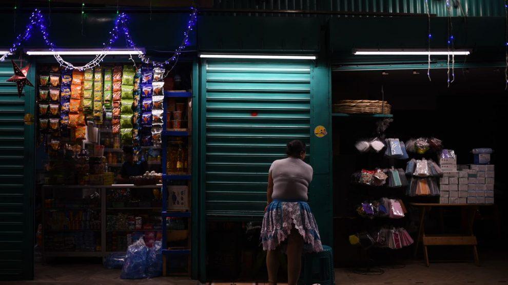 Comerciantes cierran temprano por medidas de prevención por Covid-19