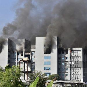 Incendio en el Serum Institute of India, el mayor fabricante de vacunas del mundo