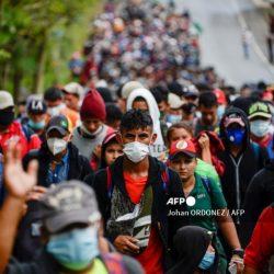 VIDEOS. Migrantes hondureños se enfrentan al Ejército en Chiquimula