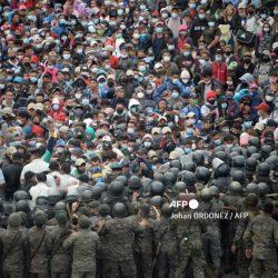 Honduras exhorta a Guatemala a investigar por represión a migrantes