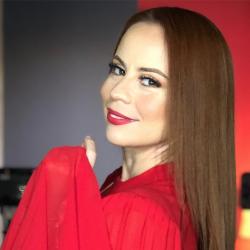 ¡Nada que envidiarle a Yanet García! Susana Morazán y su ardiente posado en bikini