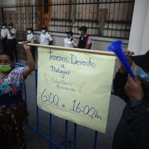 Vendedores de mercados protestan en Casa Presidencial