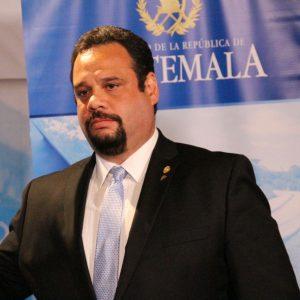 Ministro de comunicaciones, José Luis Benito Ruiz.