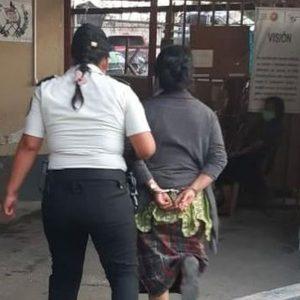 Capturada mujer que encerró a menor