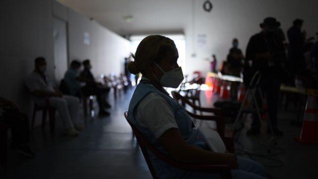 Primeros trabajadores de Salud vacunados contra el Covid-19