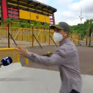 Asaltan a reportero en pleno enlace en Ecuador