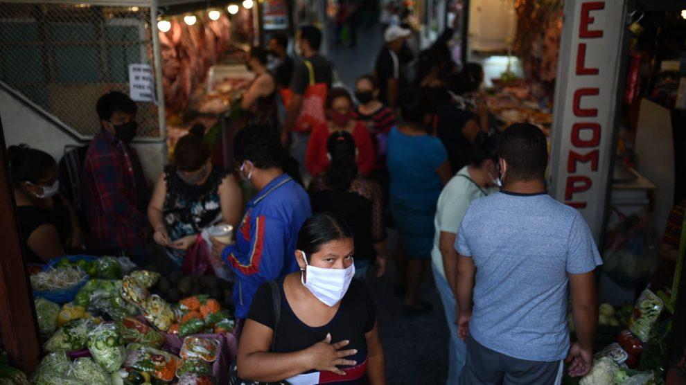 Autoridades solicitan respetar el aforo en comercios, para evitar el contagio del COVID-19.