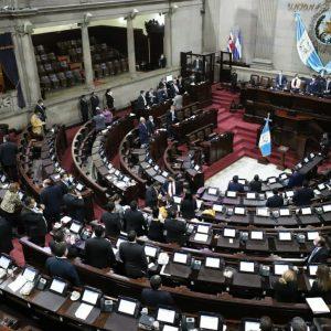 Diputados dan versiones contrarias del proceso de designación de magistrados a la CC